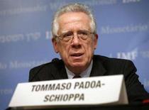 <p>Il ministro dell'Economia e presidente del comitato internazionale monetario e finanziario del Fondo monetario internazionale (Fmi) Tommaso Padoa-Schioppa. REUTERS/Yuri Gripas (UNITED STATES)</p>