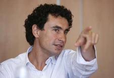 <p>Le P-DG de Neuf Cegetel, Jacques Veyrat. Un porte-parole de Vivendi confirme la tenue de discussions entre actionnaires de Neuf Cegetel, dont l'action est suspendue dans l'attente de la publication d'un communiqué. /Photo d'archives/REUTERS/Charles Platiau</p>
