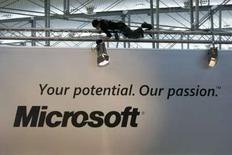 <p>Le géant américain du logiciel Microsoft lance une OPA amicale de 1,2 milliard de dollars (816 millions d'euros) sur le moteur de recherche norvégien Fast Search & Transfer. /Photo d'archives/REUTERS/Christian Charisius</p>