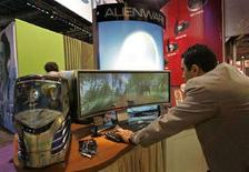 <p>Prodotti tecnologici al Consumer Electronics Show, a Las Vegas. REUTERS/Steve Marcus (UNITED STATES)</p>