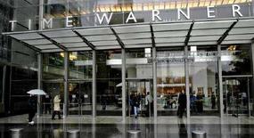 <p>L'ingresso della sede di TimeWarner a New York. REUTERS/Nicholas Roberts</p>