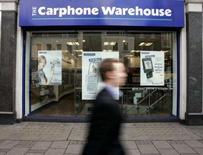 <p>Carphone Warehouse, le premier distributeur indépendant de téléphonie mobile d'Europe, annonce une hausse de 11% de ses connexions au troisième trimestre de son exercice, un chiffre inférieur aux attentes, mais il maintient ses prévisions pour l'ensemble de l'exercice. /Photo d'archives/REUTERS/Paul Hackett</p>
