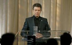 <p>David Bowie sous contrat avec Chrysalis. Sous la houlette de son nouveau propriétaire Guy Hands, EMI a mis sur la table une offre préliminaire pour la maison de disques Chrysalis Group, selon des sources proches du dossier, qui indiquent que le britannique intéresse également Warner Chappell (groupe Warner Music). /Photo prise le 5 juin 2007/REUTERS/Lucas Jackson</p>