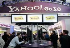 <p>Le bénéfice de Yahoo a reculé au 4e trimestre (205,7 millions de dollars contre 268,7 millions un an plus tôt). Le géant de l'internet dit s'attendre à une année 2008 difficile sur fond de ralentissement de l'économie américaine. /Photo prise le 7 janvier 2008/REUTERS/Steve Marcus</p>