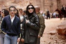 <p>Nicolas Sarkozy e Carla Bruni in vacanza a Petra. REUTERS/Muhammad Hamed (JORDAN)</p>