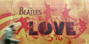 """<p>Un manifesto della compilation di brani dei Beatles """"Love"""". REUTERS/Toby Melville</p>"""