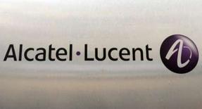 <p>Alcatel-Lucent n'a pas l'intention de céder tout ou partie de sa participation dans Thales, a déclaré son directeur financier Hubert de Pesquidoux. L'équipementier télécoms détient 21% de Thales. /Photo d'archives/REUTERS/Benoît Tessier</p>