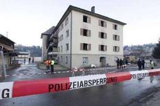 <p>Сгоревший дом престарелых в австрийском городе Эгг 9 февраля 2008 года. Как минимум 11 человек погибли в результате пожара в доме престарелых в австрийском городе Эгг в пятницу вечером, сообщили власти. (REUTERS/Miro Kuzmanovic)</p>