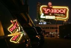 <p>Yahoo devrait rejeter formellement lundi l'offre de rachat de Microsoft, que le groupe internet juge insuffisante, apprend-on de source proche du dossier. /Photo prise le 28 janvier 2008/REUTERS/Robert Galbraith</p>