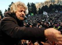 <p>Beppe Grillo durante una manifestazione. REUTERS</p>