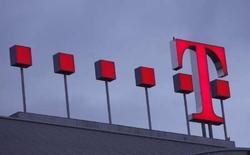 <p>Deutsche Telekom a accusé un léger repli de ses résultats 2007, avec un excédent brut d'exploitation de 19,3 milliards d'euros, une évolution toutefois en ligne avec ses propres prévisions et les attentes du marché. /Photo prise le 28 février 2008/REUTERS/Ina Fassbender</p>