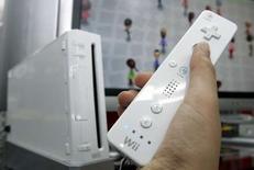 <p>D'après le magazine spécialisé Enterbrain, 331.627 exemplaires de la Wii de Nintendo ont été écoulés au Japon sur les quatre semaines se terminant au 24 février, contre 89.131 unités de la PS3 de Sony et 14.079 exemplaires de la Xbox 360 de Microsoft. /Photo prise le 24 janvier 2008/REUTERS/Yuriko Nakao</p>