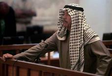 """<p>Али Хассан аль-Маджид, двоюродный брат Саддама Хусейна, более известный как """"Химический Али"""" слушает приговор суда в Багдаде 24 июня 2007 года. Президентский совет Ирака одобрил приговор, вынесенный Али Хассану аль-Маджиду: двоюродный брат Саддама Хусейна, более известный как """"Химического Али"""", будет повешен. Об этом сообщило в пятницу государственное телевидение Ирака. (REUTERS/Joseph Eid/Pool)</p>"""