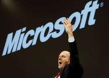 <p>L'ad di Microsoft Steve Ballmer ritratto oggi durante una conferenza stampa tenuta ad Hannover, in Germania. REUTERS/Christian Charisius (GERMANY)</p>