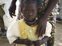 <p>Una bambina del Darfur nel campo profughi di Maltam, in Ciad. 1 marzo 2008, REUTERS/Stephanie Hancock</p>