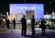 <p>Stand Nokia au salon du Consumer Electronics Show de Las Vegas. Alors qu'internet prend le virage de la mobilité et que des groupes tels qu'Apple ou Google surfent sur les tendances, Nokia est en train de repenser la manière dont il souhaite se développer. Au lieu de travailler en secret, le groupe finlandais s'essaye au développement collaboratif. /Photo prise le 8 janvier 2008/REUTERS/Steve Marcus</p>