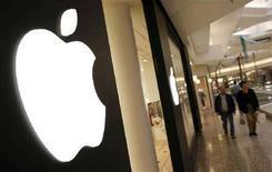 <p>Un negozio di Apple in Illinois, Usa. REUTERS/John Gress</p>