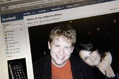 <p>Immagine di una profilo Facebook in una foto d'archivio. REUTERS/Jonathan Ernst (UNITED STATES)</p>
