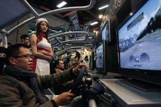 <p>Immagine d'archivio di giovani che giocano ai video game. REUTERS/Nicky Loh (TAIWAN)</p>
