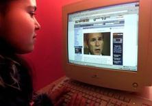 <p>Les dépenses de publicité sur les sites internet de la presse américaine sont ressorties en hausse de 18,8% en 2007, à 3,2 milliards de dollars (2 milliards d'euros), selon une étude préliminaire publiée par la Newspaper Association of America. /Photo d'archives/REUTERS Hazir Reka</p>