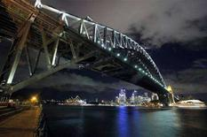 <p>Le luci dello skyline di Sydney, prima dell'Earth Hour, il 28 marzo 2008. REUTERS/Tim Wimborne</p>