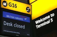 <p>Una immagine del Terminal 5 dell'aeroporto internazionale di Heathrow a Londra, il 29 marzo 2008. REUTERS/Luke MacGregor</p>