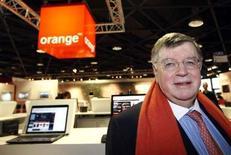 <p>Didier Lombard, le P-DG de France Télécom, annonce qu'Orange lancera un service de télévision au Royaume-Uni d'ici à la fin de l'année 2008. /Photo prise le 9 avril 2008/REUTERS/Eric Gaillard</p>