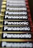<p>Matsushita, qui fabrique les produits de la marque Panasonic, publie un bénéfice d'exploitation annuel en hausse de 13% imputable aux ventes florissantes de ses appareils photos numériques et de ses équipements électroménagers, et il prévoit des résultats supérieurs aux attentes pour l'année en cours. /Photo prise le 31 janvier 2008/REUTERS/Yuriko Nakao</p>