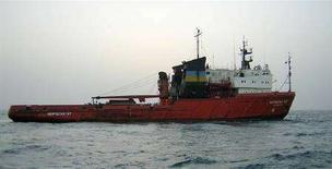 """<p>Архивное фото украинского буксира """"Нефтегаз-67"""", сделанное в Персидском заливе в 2004 году. Властям Гонконга удалось найти тела еще семи моряков украинского буксира """"Нефтегаз-67"""", затонувшего вблизи города после столкновения с китайским сухогрузом 22 марта текущего года. (REUTERS/HO)</p>"""