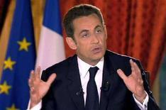 <p>Президент Франции Николя Саркози выступает в прямом эфире из Елисейского дворца в Париже 24 апреля 2008 года. Рейтинги одобрения французского президента Николя Саркози снизились до рекордного минимума в апреле на фоне беспокойства по поводу экономики и планов правительства по сокращению издержек, свидетельствуют результаты опроса, проведенного институтом исследования общественного мнения BVA для журнала L'Express. (REUTERS/HO/French TV)</p>