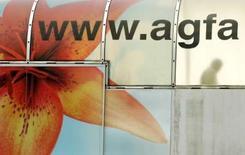 <p>Le groupe belge de technologies d'imagerie et d'impression Agfa-Gevaert annonce renoncer à se scinder en trois sociétés cotées indépendantes, expliquant vouloir améliorer sa rentabilité après la baisse de 29% de son bénéfice d'exploitation au premier trimestre. /Photo d'archives/REUTERS/François Lenoir</p>