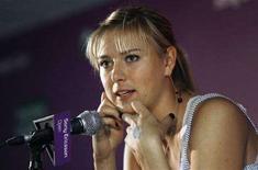 <p>Лидер рейтинга WTA Мария Шарапова на пресс-конференции на турнире Sony Ericsson Open во Флориде 26 марта 2008 года. Ассоциация женского тенниса (WTA) опубликовала в понедельник новый рейтинг лучших теннисисток планеты. (REUTERS/Hans Deryk)</p>