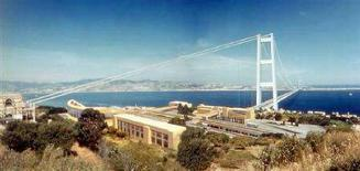 <p>Un'immagine virtuale del progetto del Ponte sullo Stretto di Messina. Impregilo e il suo consorzio internazionale nel 2005 si sono aggiudicati un appalto da 4,4 miliardi di euro per costruirlo. REUTERS/Stretto di Messina S.p.A./Handout</p>
