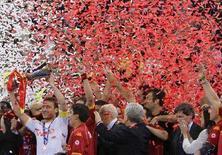 <p>Francesco Totti festeggia la vittoria della Roma nella finale di Coppa Italia. REUTERS/Max Rossi (ITALY)</p>