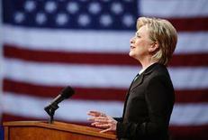 <p>Сенатор-демократ Хиллари Клинтон выступает в Вашингтоне 7 июня 2008 года. Хиллари Клинтон завершила борьбу за пост президента США и поддержала Барака Обаму в субботу, призвав своих сторонников сделать то же самое, чтобы одержать победу над республиканцем Джоном Маккейном на президентских выборах в ноябре. (REUTERS/Joshua Roberts)</p>