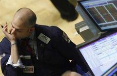 <p>Wall Street, DJ e S&P500 salgono grazie a petrolio, giù Lehman. REUTERS/Joshua Lott</p>