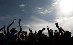 <p>Un'immagine del pubblico durante il festival di Glastonbury dell'anno scorso. REUTERS/Dylan Martinez (BRITAIN)</p>