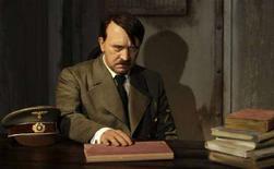 <p>La statua di cera di Adolf Hitler a Berlino. REUTERS/Tobias Schwarz (GERMANY)</p>