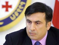 <p>Михаил Саакашвили на заседании национального совета безопасности, Тбилиси, 8 июля 2008 года. Четверо грузинских военнослужащих, задержанных утром в Южной Осетии, были освобождены после того, как президент Грузии Михаил Саакашвили поручил МВД подготовить спецоперацию. (REUTERS/Irakli Gedenidze/Pool)</p>