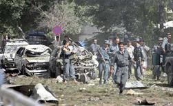 <p>Вид на место взрыва у посольства Индии в Кабуле 7 июля 2008 года. Исполнители-смертники взрыва у посольства Индии в афганской столице, произошедшего на этой неделе, проходили подготовку в лагерях Пакистана, заявил в среду министр внутренних дел Афганистана. (REUTERS/Omar Sobhani)</p>