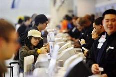 <p>Check in all'aeroporto Jfk di New York, in un'immagine d'archivio. REUTERS/Jacob Silberberg (Usa)</p>