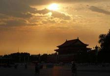 <p>Tramonto su piazza Tienanmen, a Pechino. REUTERS/Stefano Rellandini (CHINA)</p>
