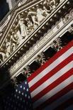 <p>Dettaglio della facciata esterna della Borsa di New York. REUTERS/Brendan McDermid (Usa)</p>