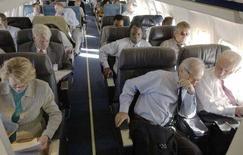 <p>La cabina di un aereo. REUTERS/Chip East</p>