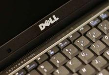 <p>Dell a vu son bénéfice trimestriel baisser de 17% de façon inattendue, à la suite de la réduction des investissements de ses clients professionnels aux Etats-Unis. Le groupe informatique a réalisé au deuxième trimestre de son exercice fiscal, clos le 1er août, un bénéfice net de 616 millions de dollars, contre un résultat révisé de 746 millions sur la même période l'an dernier. /Photo prise le 26 août 2008/REUTERS/Brendan McDermid</p>
