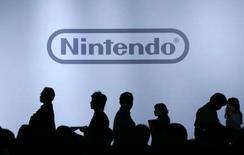 <p>Nintendo relève de 23% sa projection de bénéfice d'exploitation annuel et revoit également à la hausse sa prévision de dividende. /Photo d'archives/REUTERS/Yuriko Nakao</p>