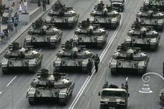 <p>Украинские танки на репетиции парада в Киеве 21 августа 2008 года. Украина при поставках вооружений в Грузию не нарушала ни одного положения международного законодательства и намерена и далее сотрудничать с Тбилиси в области экспорта вооружений, сказал глава украинской государственной компании по экспорту оружия Укрспецэкспорт. REUTERS/Konstantin Chernichkin</p>