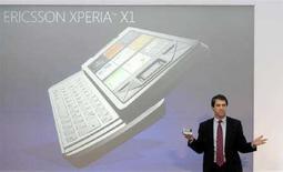 <p>Presentazione del cellulare Sony Ericsson Xperia X1 durante il Mobile World Congress di Barcellona, l'11 febbraio del 2008. REUTERS/Albert Gea (Spagna)</p>