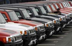 <p>Veicoli Hummer. REUTERS/Kevin Lamarque</p>