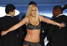 <p>Britney Spears agli MTV Video Music Awards dell'anno scorso. REUTERS/Robert Galbraith (UNITED STATES)</p>